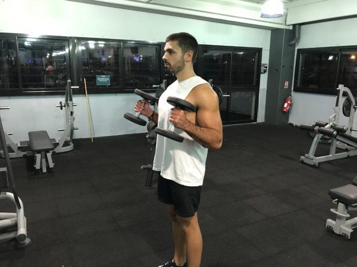 exercice-musculation-curl-haltères-debout