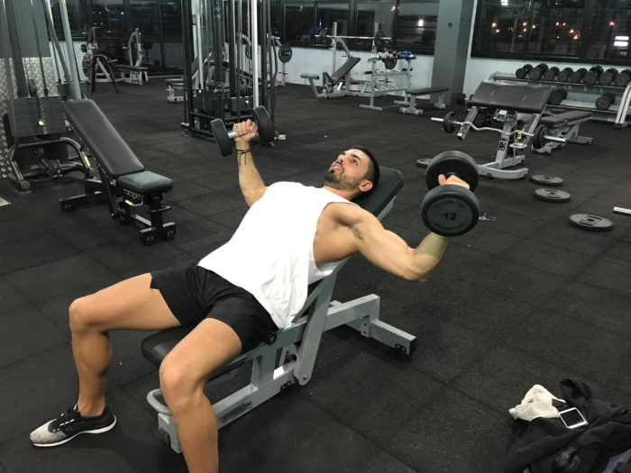 exercice-musculation-écarté-incliné