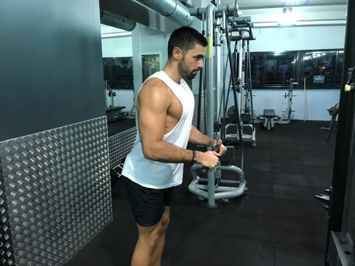 exercice-musculation-extension-triceps-poulie-haute