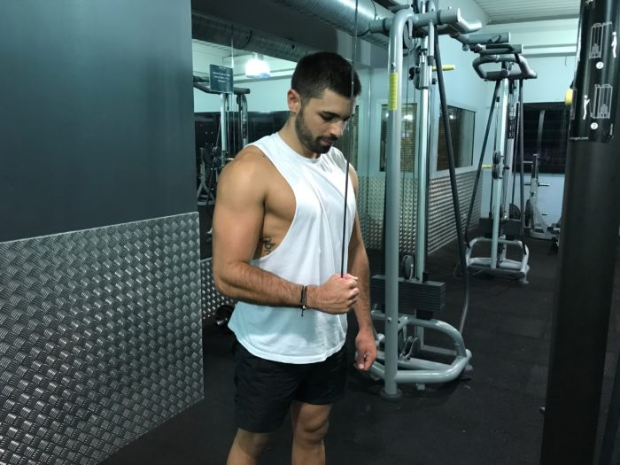 exercice-musculation-extension-triceps-unilatérale-poulie-haute