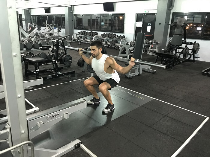 exercice-musculation-squat-barre-1