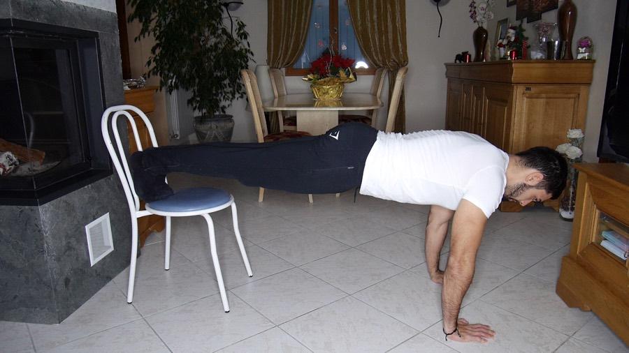 pompes-inclinées-musculation-pectoraux