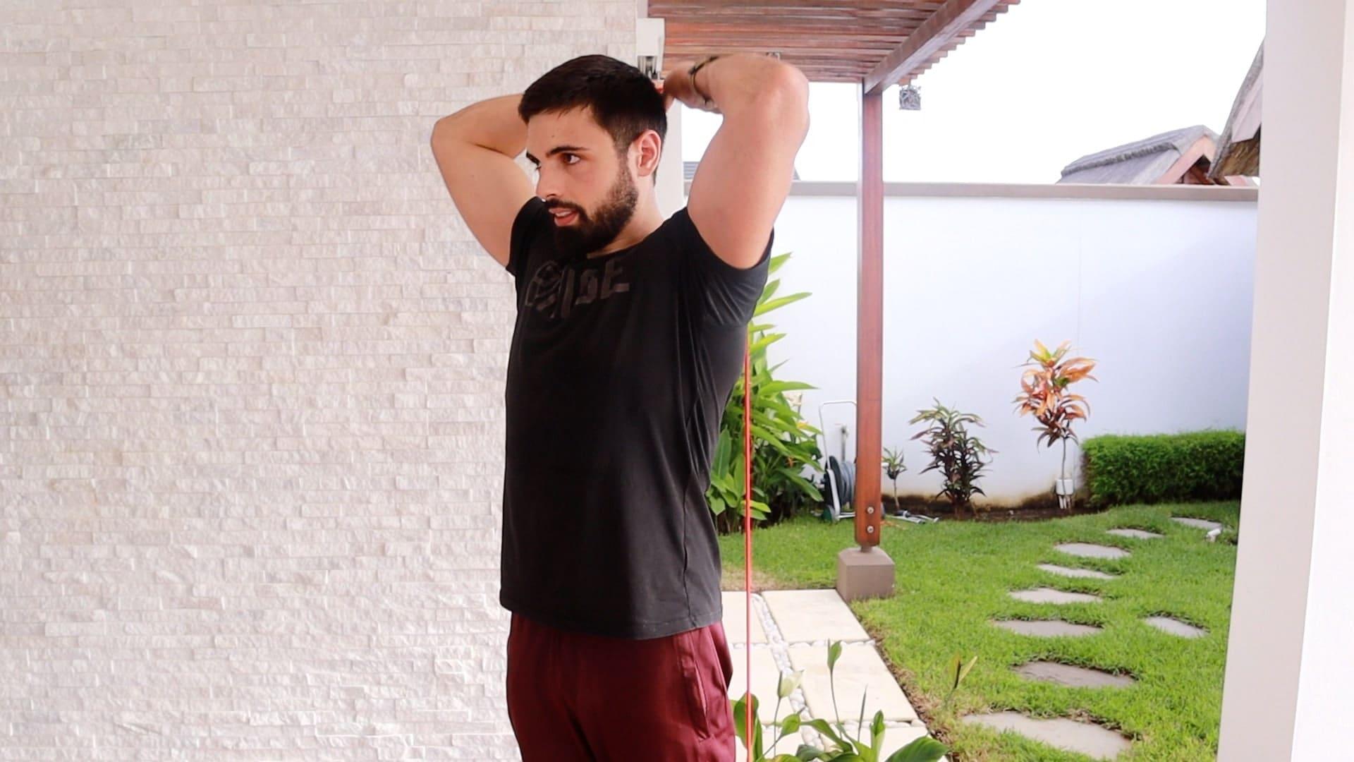 exercice triceps avec bande de résistances musculation